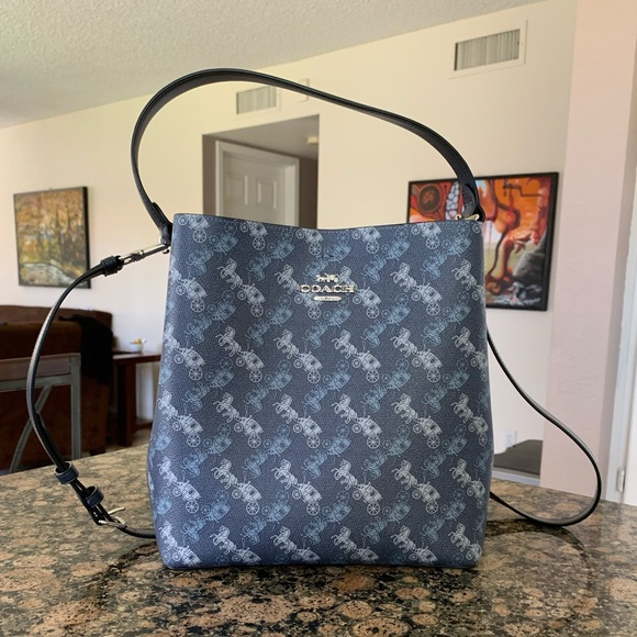 Coach horse and carriage print Town Bucket Bag